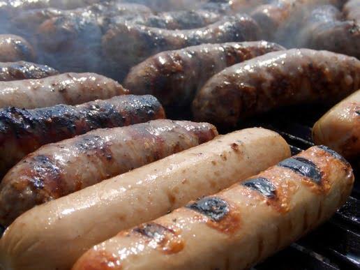 Saucisses sur grill horizontal