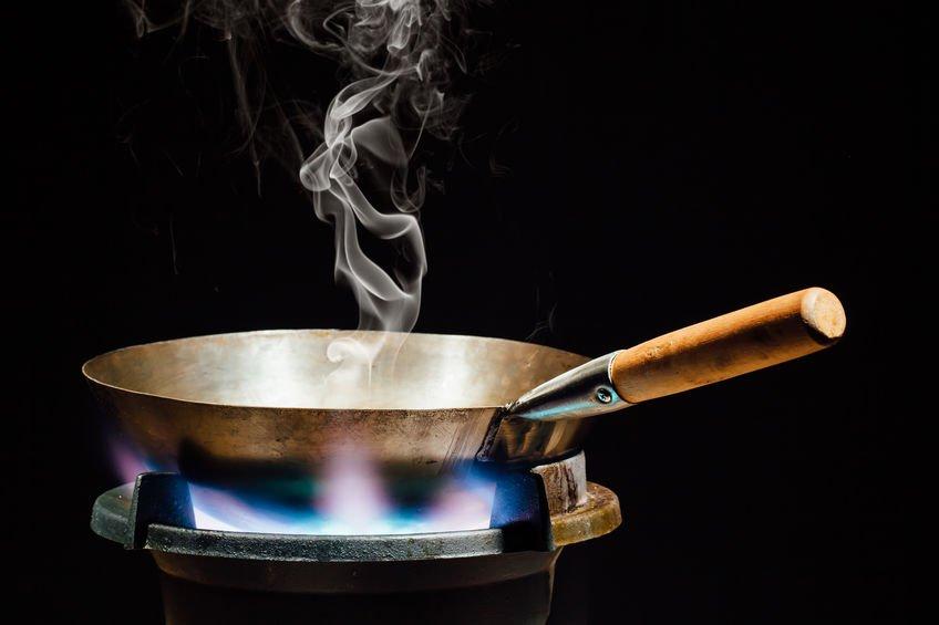 Huile qui fume dans wok